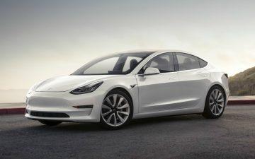Rent Tesla Model 3 Long Range - white (BEV)