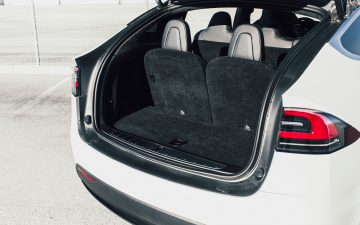 Rent Tesla Model X 90D - white (BEV)