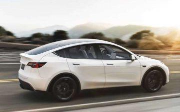 Rent Tesla Model Y Performance - white (BEV)
