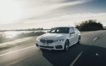 Rent BMW 530e - white (PHEV)